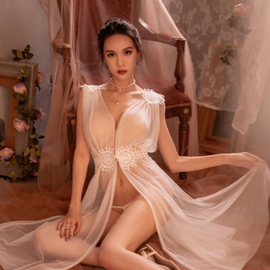 Váy ngủ xẻ dài gợi cảm cùng quần lọt khe xuyên thấu - Ảnh 8