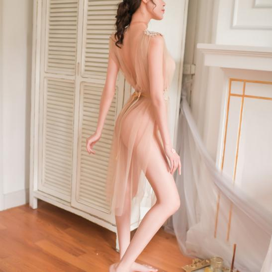 Váy ngủ xẻ dài gợi cảm cùng quần lọt khe xuyên thấu - Ảnh 4