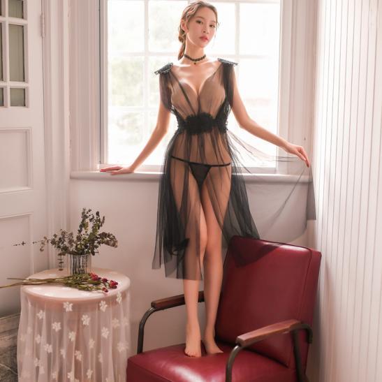 Váy ngủ xẻ dài gợi cảm cùng quần lọt khe xuyên thấu - Ảnh 5