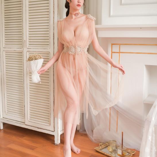 Váy ngủ xẻ dài gợi cảm cùng quần lọt khe xuyên thấu - Ảnh 3