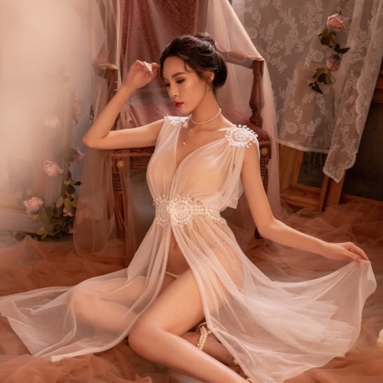 Váy ngủ xẻ dài gợi cảm cùng quần lọt khe xuyên thấu - Ảnh 7
