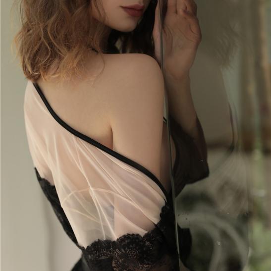 Áo ngủ đêm tân hôn cùng bộ đồ lót trong suốt sexy - Ảnh 3