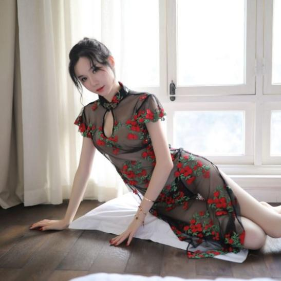 Váy ngủ sườn xám trong suốt thêu hoa - Ảnh 1
