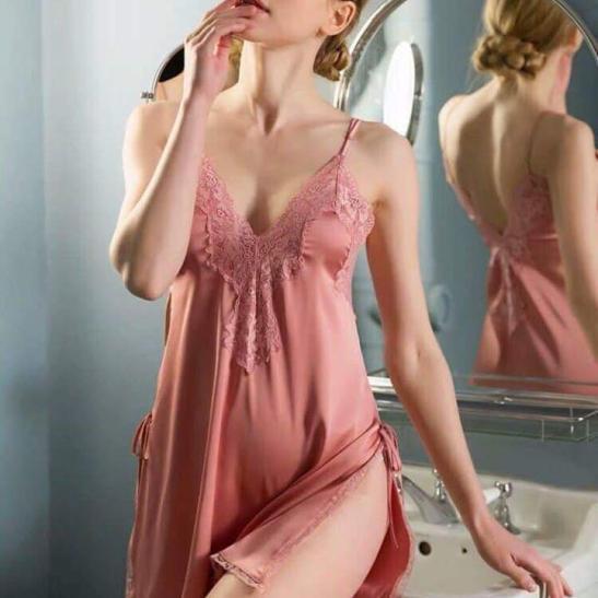 Váy ngủ ren xẻ 2 bên hông lụa cao cấp quyến rũ - Ảnh 1