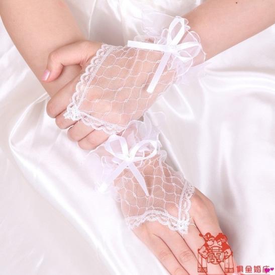 Phụ kiện sexy cùng găng tay cô dâu nữ tính - Ảnh 1