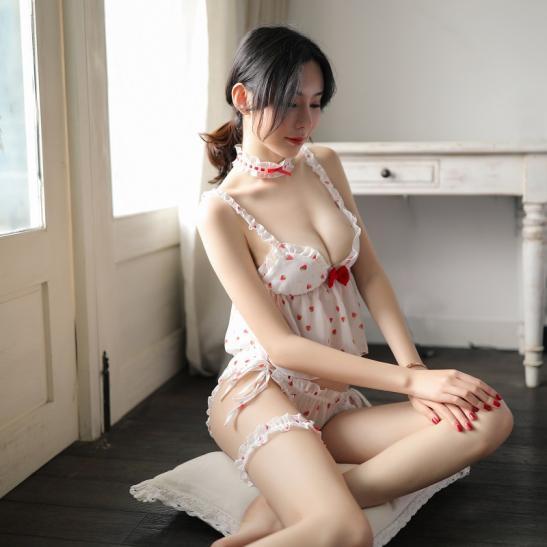 Bộ ngủ trái dâu nhỏ phong cách lolita mỏng dính gợi cảm - Ảnh 1