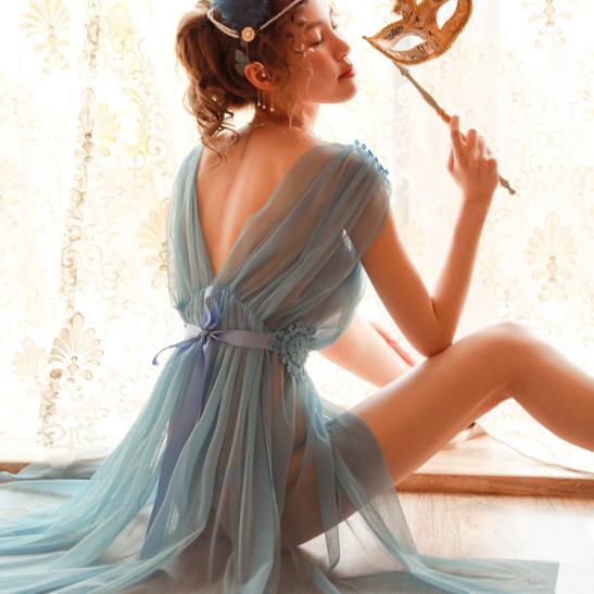 Váy ngủ xẻ dài gợi cảm cùng quần lọt khe xuyên thấu - Ảnh 11