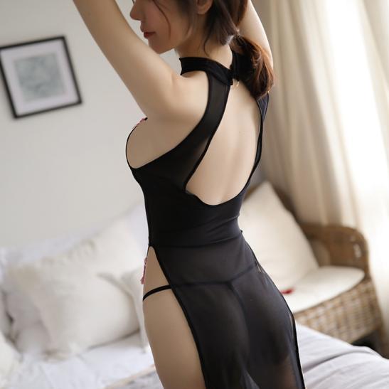 Áo ngủ sườn xám cách điệu kèm quần lót lọt khe nóng bỏng - Ảnh 2