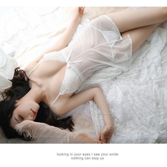 Váy ngủ gợi cảm trong suốt kèm quần lót lọt khe - Ảnh 2