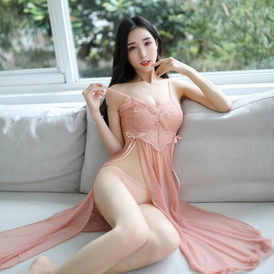 Váy ngủ xẻ tà quyến rũ kèm quần lọt khe mỏng dính - Ảnh 6