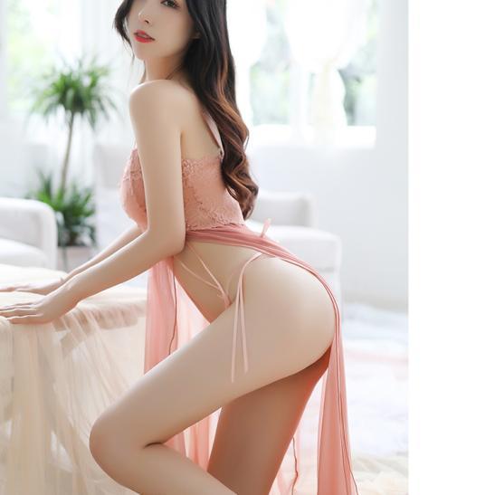 Váy ngủ xẻ tà quyến rũ kèm quần lọt khe mỏng dính - Ảnh 7
