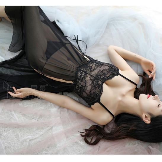 Váy ngủ xẻ tà quyến rũ kèm quần lọt khe mỏng dính - Ảnh 2