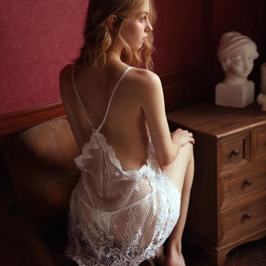 Váy ngủ ren lưới sexy cùng quần lót lọt khe nóng bỏng - Ảnh 3