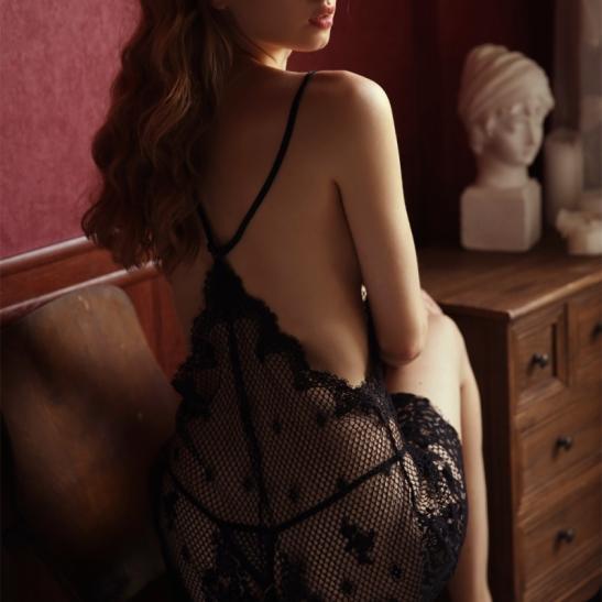 Váy ngủ ren lưới sexy cùng quần lót lọt khe nóng bỏng - Ảnh 5