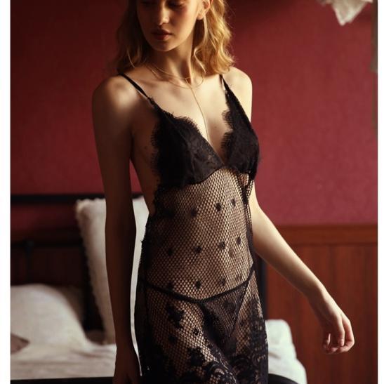Váy ngủ ren lưới sexy cùng quần lót lọt khe nóng bỏng - Ảnh 4