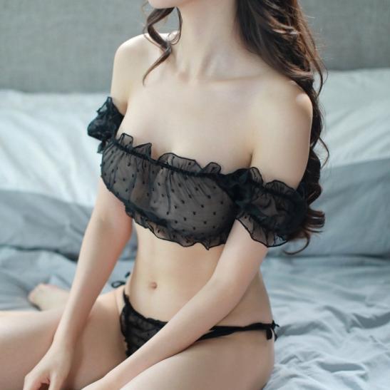 Áo ngực trong suốt cùng quần lót lọt khe nữ - Ảnh 2