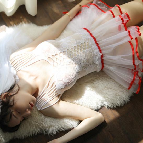 Váy ngủ cô dâu quyến rũ phối màu đặc sắc cùng cài tóc dễ thương - Ảnh 6