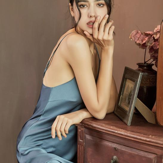 Váy ngủ nữ 2 dây bằng lụa xinh (đen, đỏ đô, hồng tím, xám) - Ảnh 3
