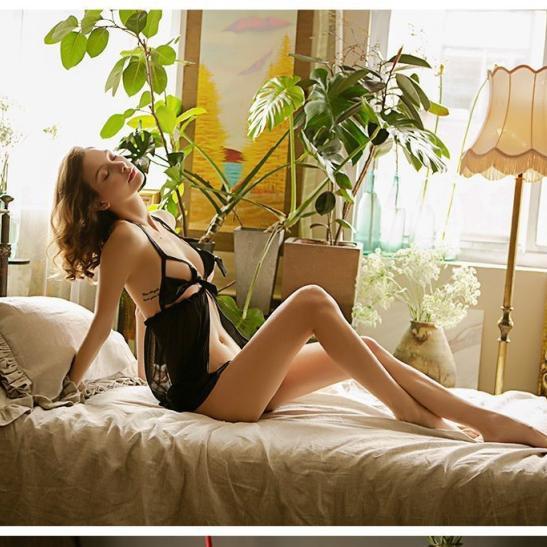 Váy ngủ xẻ trước hở ngực sexy - Ảnh 7