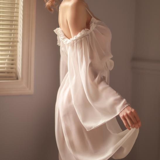 Đầm ngủ khoác trễ vai gợi cảm - Ảnh 2