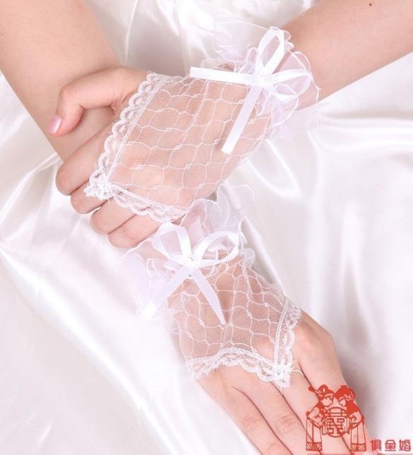 Phụ kiện sexy cùng găng tay cô dâu nữ tính - Màu Đỏ, Trắng, Đen - Làm chàng không thể chối từ - gangtay02-gang-tay-co-dau-sexy-1.jpg